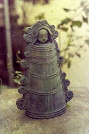 銅鐸をモチーフにした異色の人形