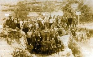 石川町でウラン鉱採掘に動員された石川中学(現・学法石川)の生徒たち(Wikiより)